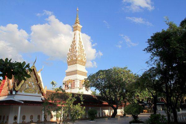 Phra That Phanom, Travel to Nakhon Phanom