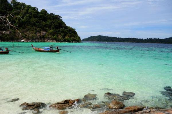 Li Pe island, Travel to Satun